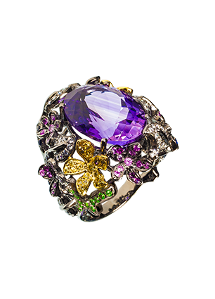 Ring with amethyst, sapphires and garnet